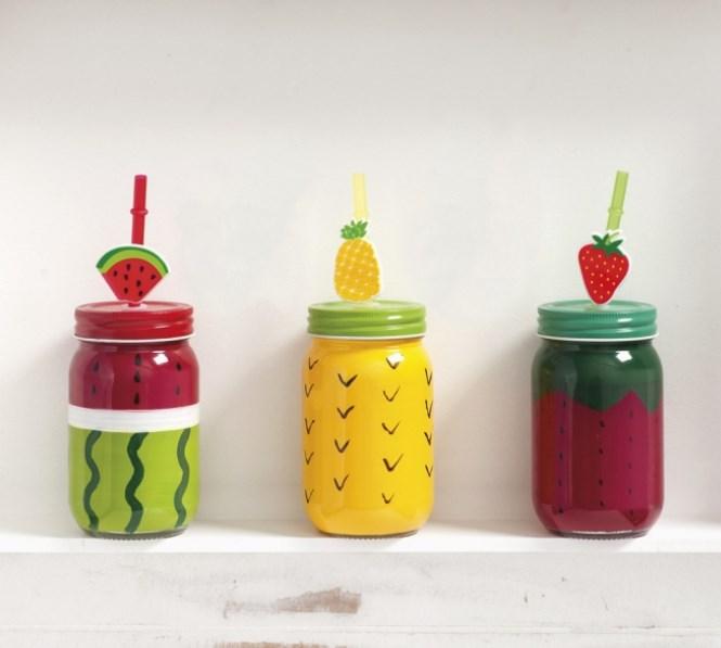 Γυάλινο στρογγυλό μπουκάλι με φρούτα, μεταλλικό καπάκι και χωρητικότητα 360ml. Ο κωδικός περιλαμβάνει 3 σχέδια