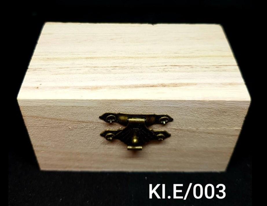 Ξύλινο αλουστράριστο κουτάκι 5x5x9