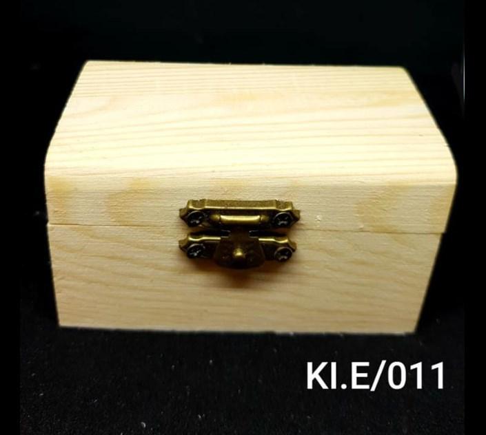 Παραλληλόγραμμο ξύλινο αλουστράριστο κουτάκι