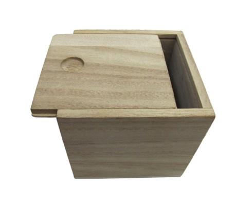 Ξύλινο αλουστράριστο τετράγωνο κουτάκι με συρταρωτό καπάκι 7 x 7.5 x 7.5 εκ.